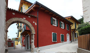 Visuale esterna del B&B Fontana Rosa a Caprino Veronese - Lago di Garda